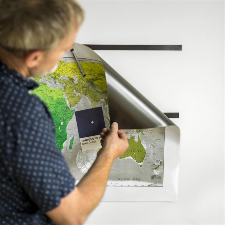 magnetic_wall_map_hanging